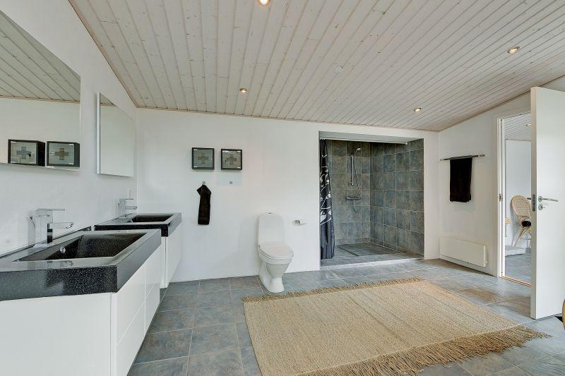 Galleri - Stort badeværelse