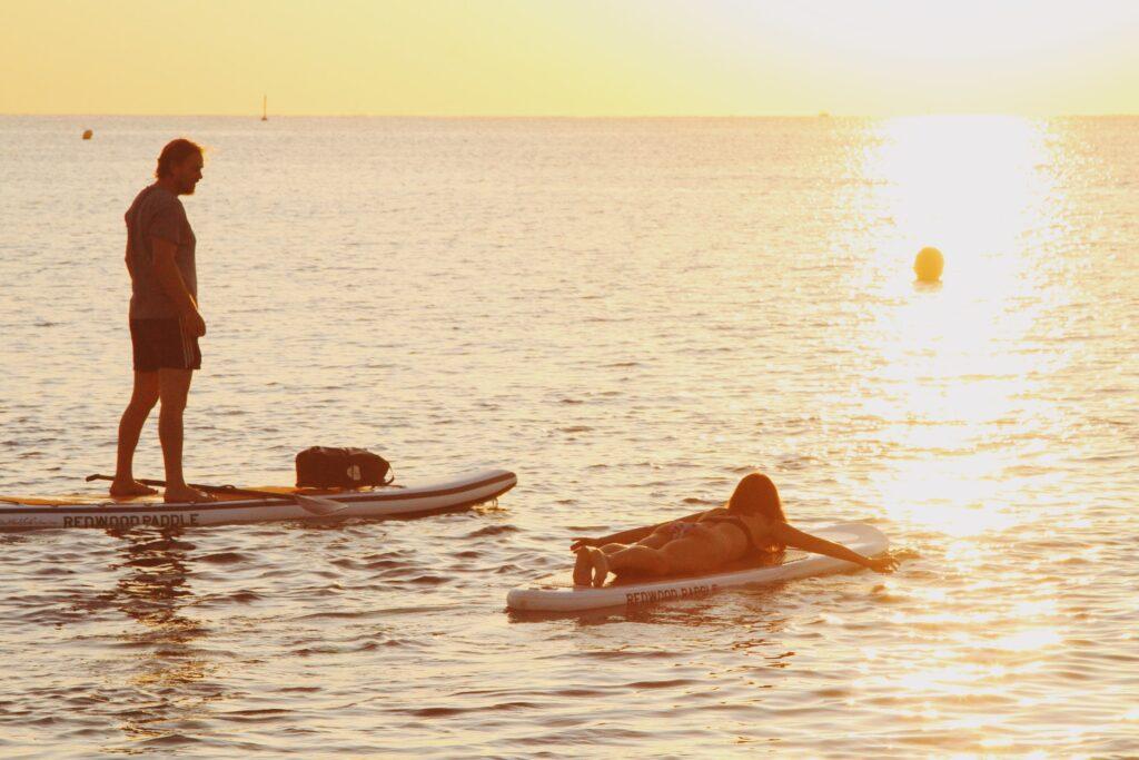 Stand up paddle board ved Hasmark strand - Lej SUP som lidt ekstra morskab på din ferie ved Sommerhus på fyn